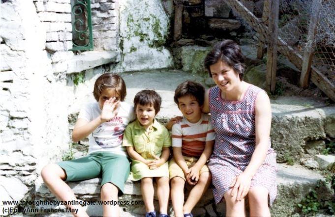 5-Stefania Carmela and children
