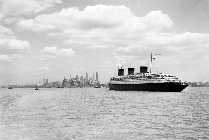 11c-SS Normandie Photo 1935