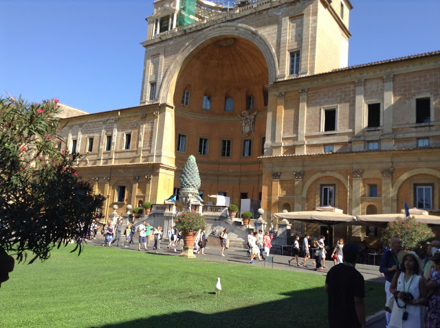 rome-vatican-pine20cone20court_zps3rhisc1q